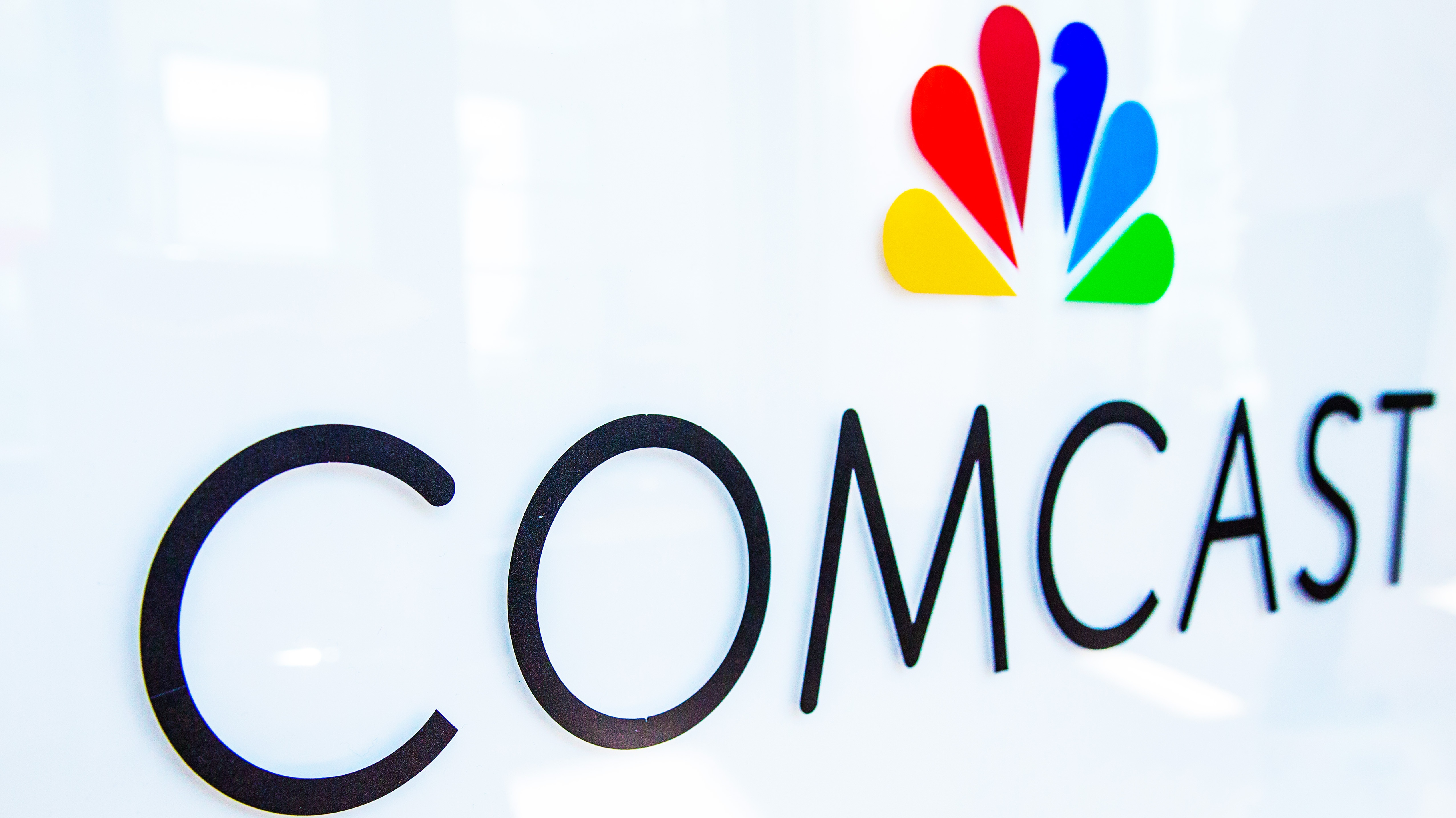 Comcast Opens nearly 400 Free Xfinity WiFi Hotspots to Aid