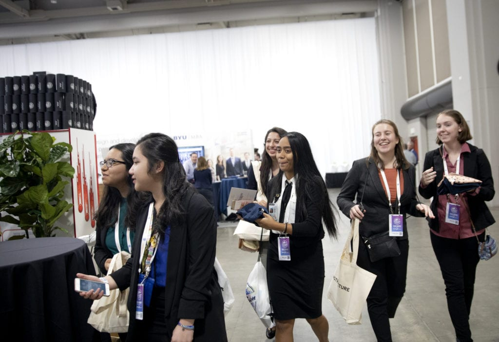FIND students exploring the vendor expo at Silicon Slopes.